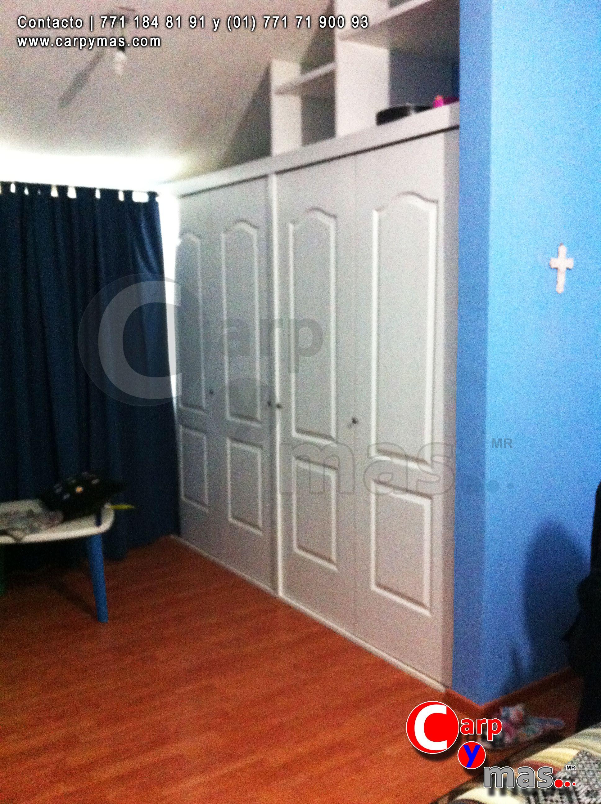 Closet con puertas de paneles color blanco material - Puertas color pino ...