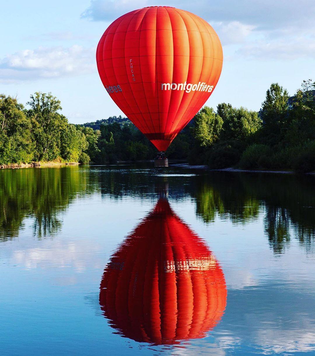 Jakala Julien Sur Instagram Ces Gros Ballons Qui Suivent La Dordogne Au Gre Du Vent La Roque Gageac Perigord Noir Montgolfiere Miroir Do Pumpkin