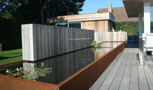 Hout cortenstaal vijver pinterest hout tuin en tuinen for Vijver afwerking hout