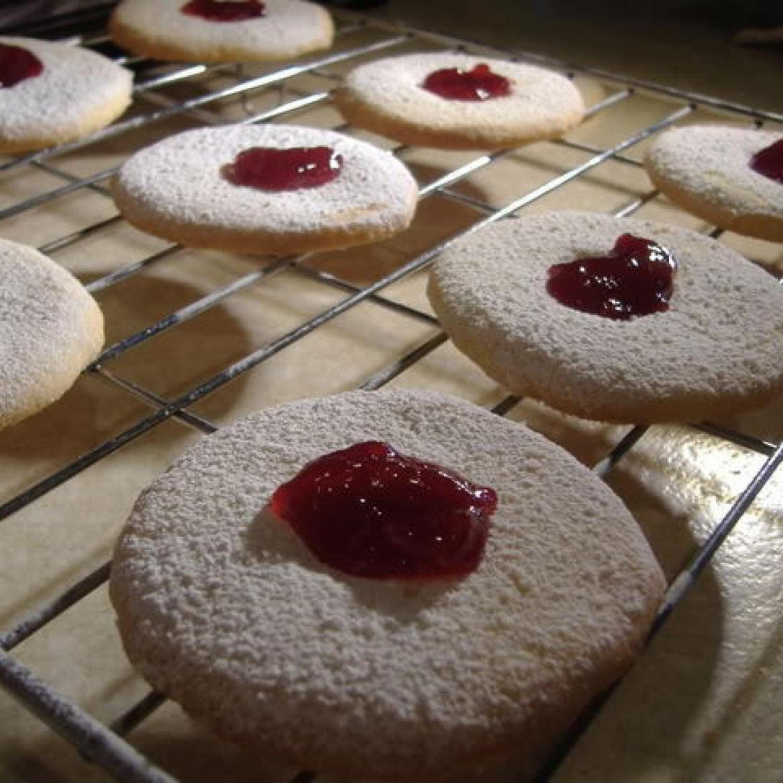 Moreish Cookies with Jam   Recipe   Jam cookies, Cookies ...