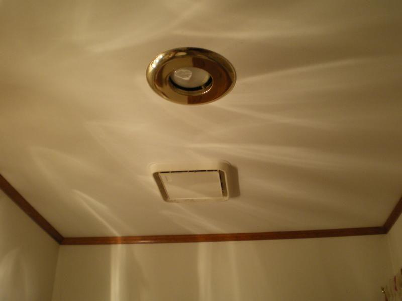 Gute Lufter Im Bad Fur Gute Luftzirkulation Mobelde Com Ventilator Mit Licht Badezimmer Decken Ventilator