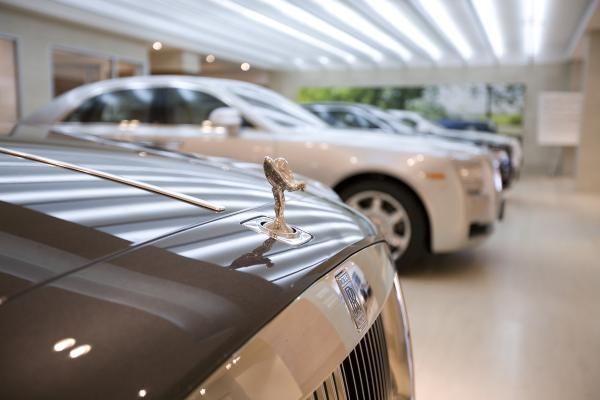A Look At Manhattan Motorcars New Rolls Royce Showroom Play