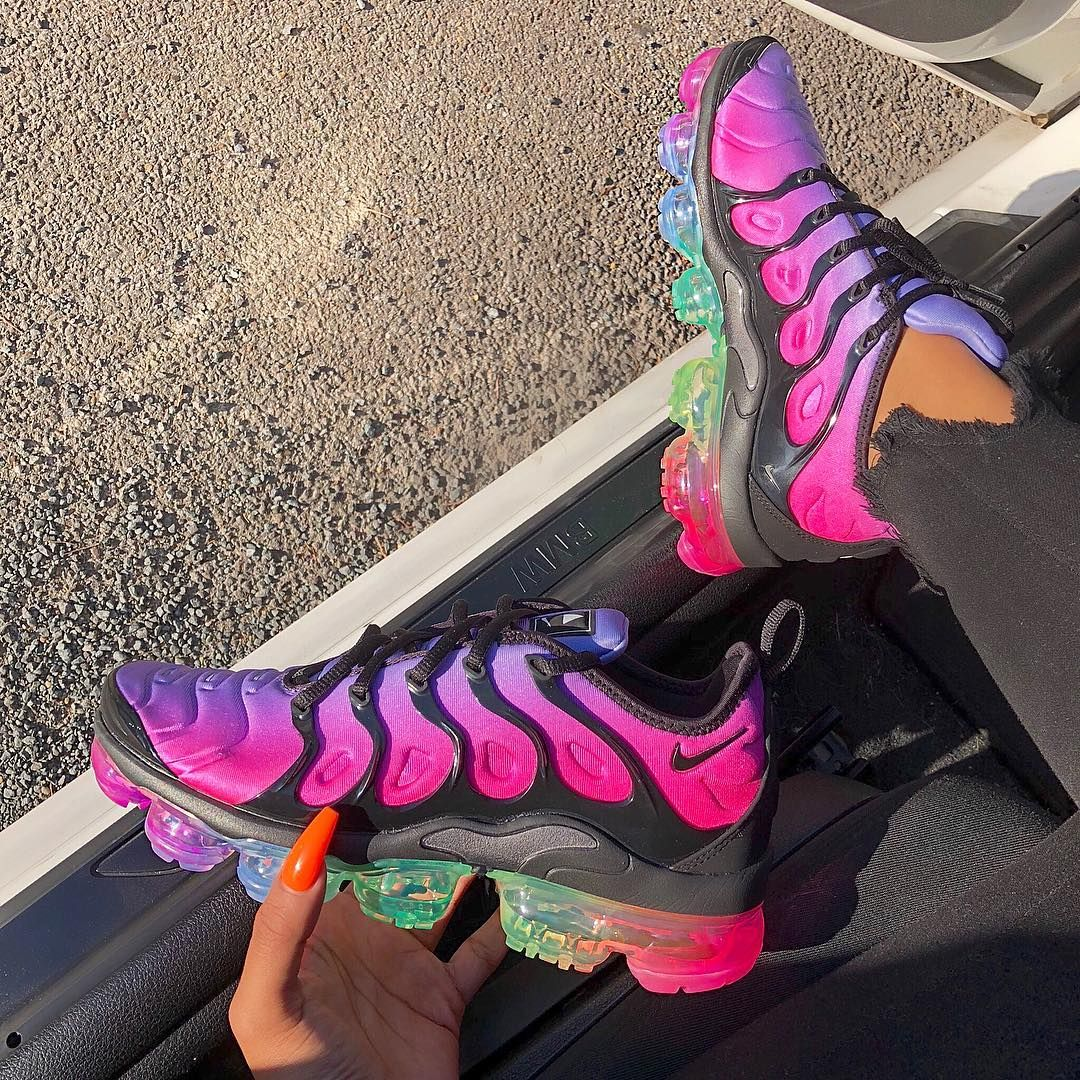 2de4ca465ff5 Loving these rainbow air bubbles 😍🌈🌈🌈  whatsurgirlwearing