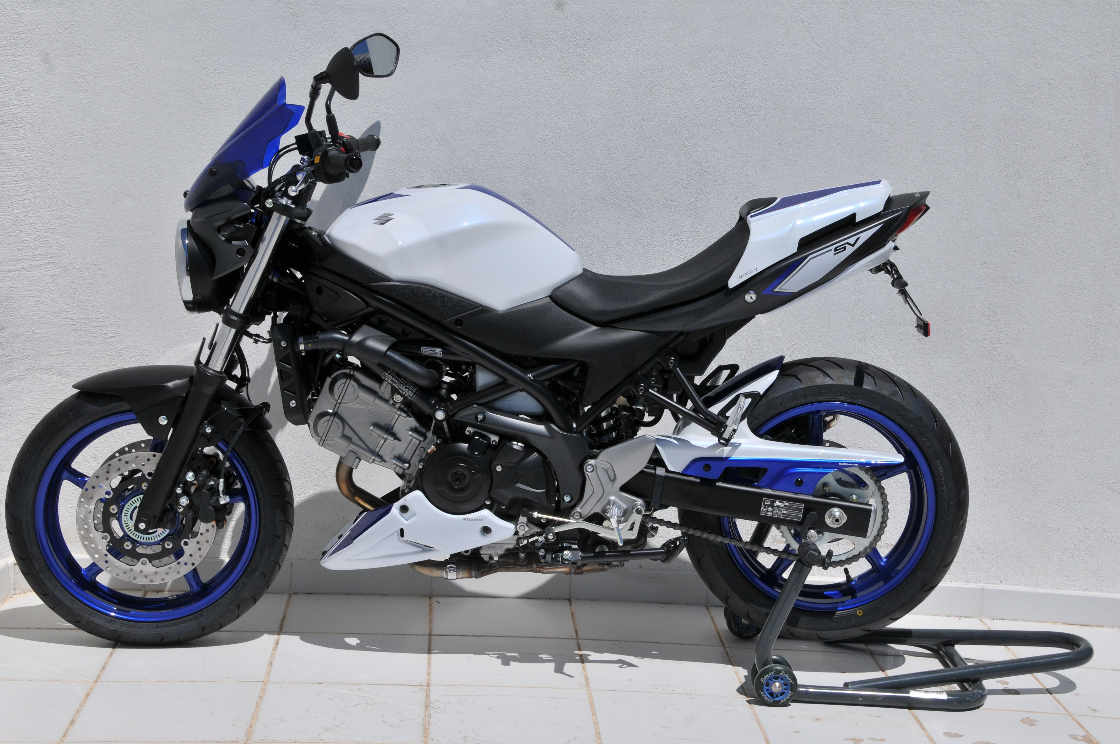 left side view with twin colors accessories suzuki sv 650 2016 2017 by ermax design. Black Bedroom Furniture Sets. Home Design Ideas