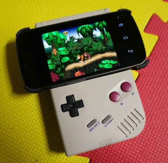 Acessório em forma de Game Boy para smartphones Android permite jogar de forma clássica