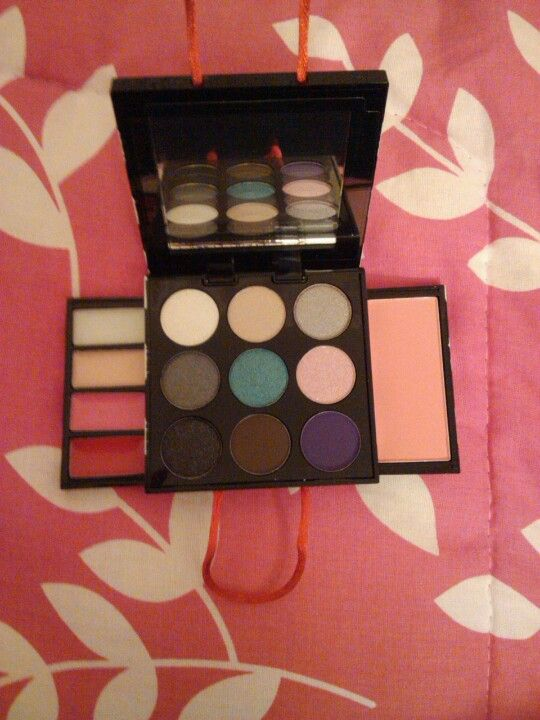 Mini Sephora shopping bag make-up palette