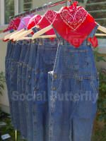 Love the idea of giving guests overalls in addition to bandanas and straw hats.