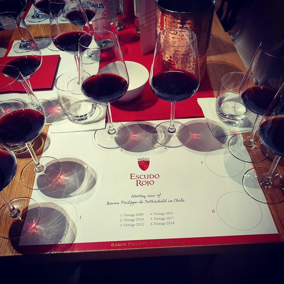 Wirklich Harte Arbeit Den Richtigen Wein Fur Unsere Lieben Gaste Heraus Zu Schmecken Alcoholic Drinks Alcohol Wine