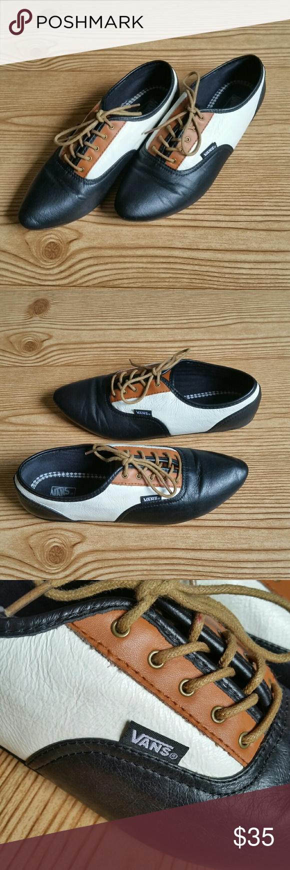 Vans Sophie Oxfords Vans retired saddle shoes. Vintage style shoes. Women  Size 7 Black aa1733c18