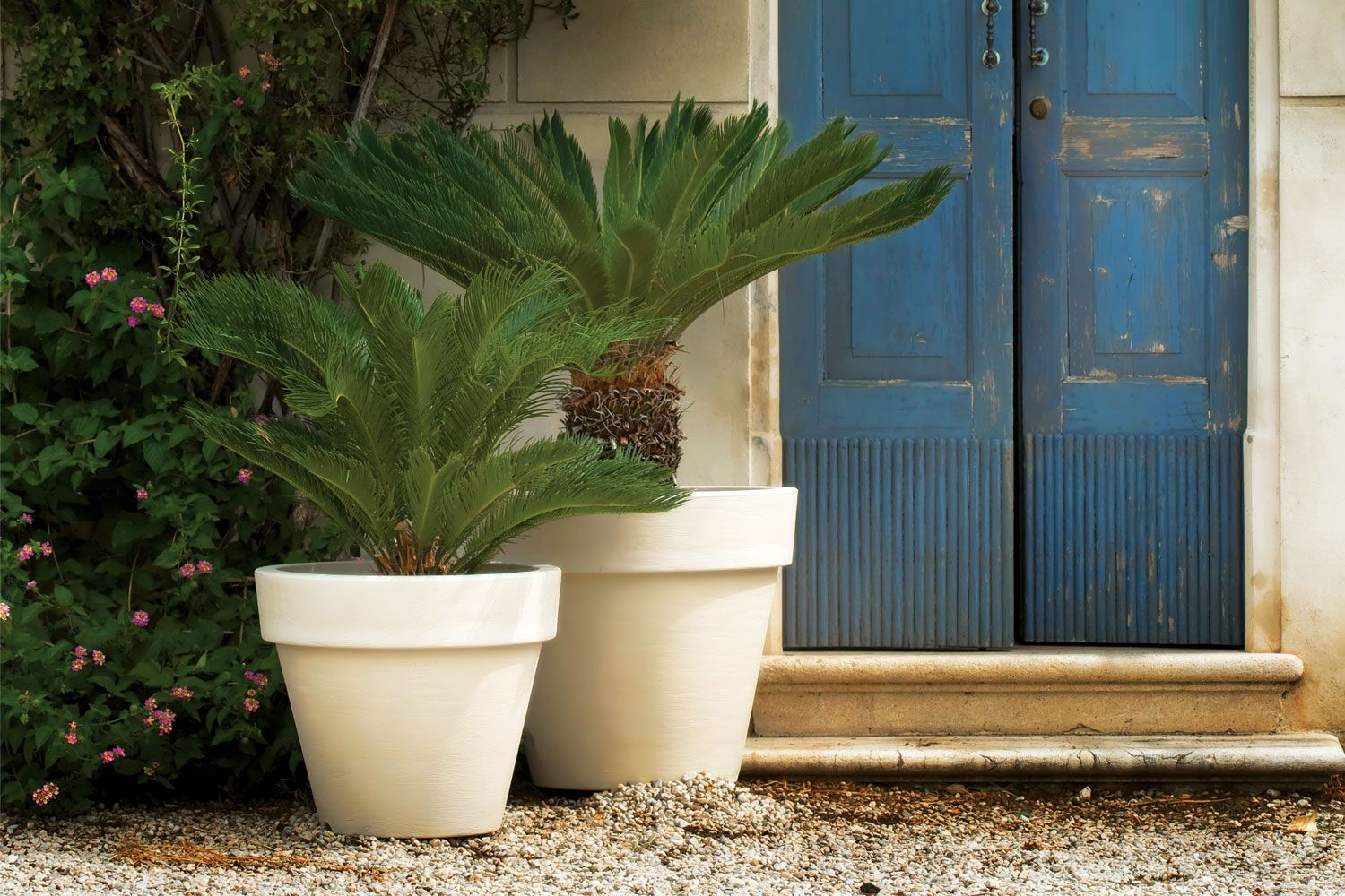 Pin By Wg Outdoor Life On Pots Planters And Urns Indoor Outdoor Planter Outdoor Planters Large Outdoor Planters