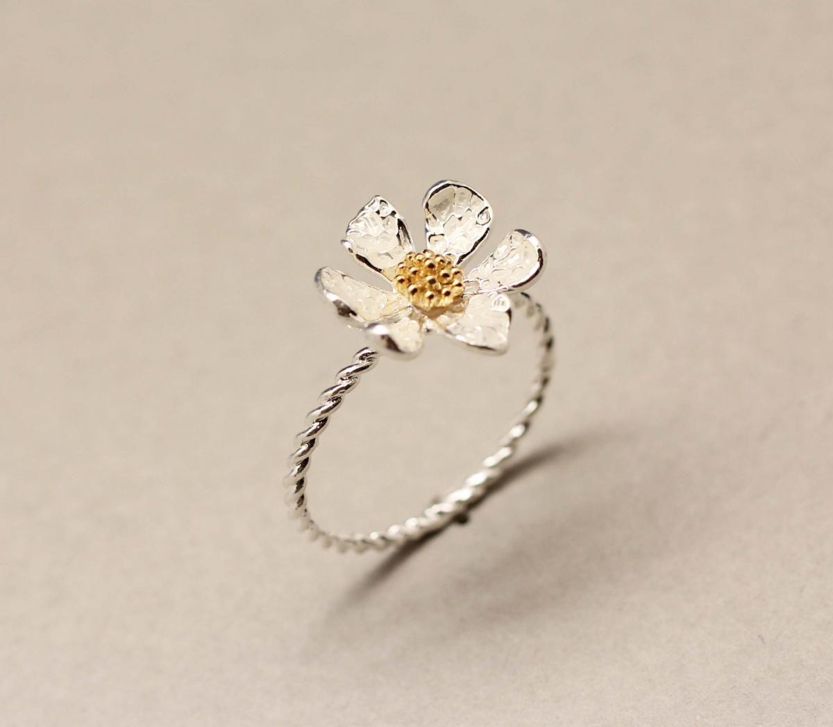 Danity white daisy flower ring on luulla for kelly pinterest danity white daisy flower ring izmirmasajfo