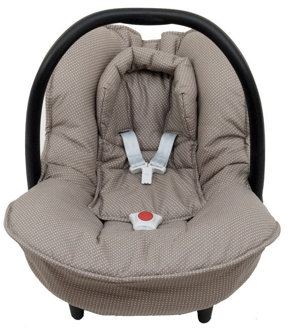 Cosy cover for your Maxi-Cosi Citi baby car seat in brown with little dots. The cover keeps your baby cozy, warm and comfortable! It easily fits perfectly over the regular Maxi-Cosi baby car seat without removing anything. The cover is made of 100 % cotton and is machine washable.