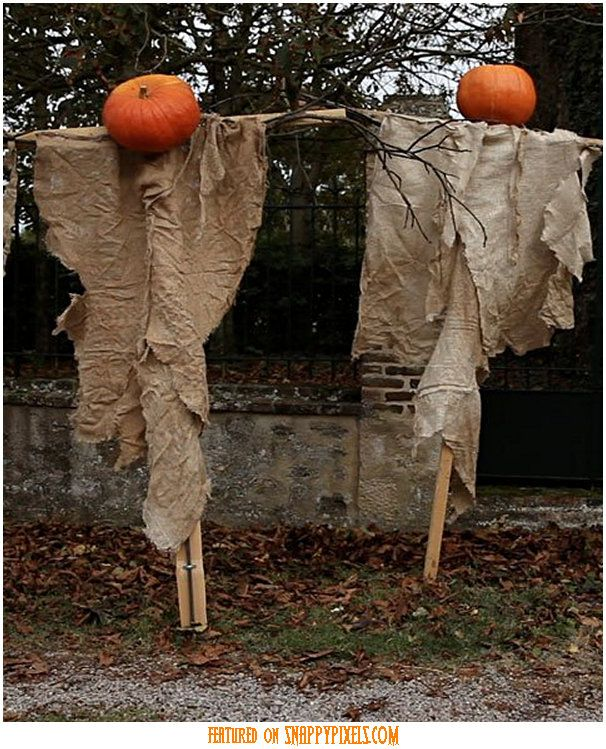 33 spoooky halloween outdoor decorations scary halloween decorationsideas - Scary Halloween Decorating Ideas