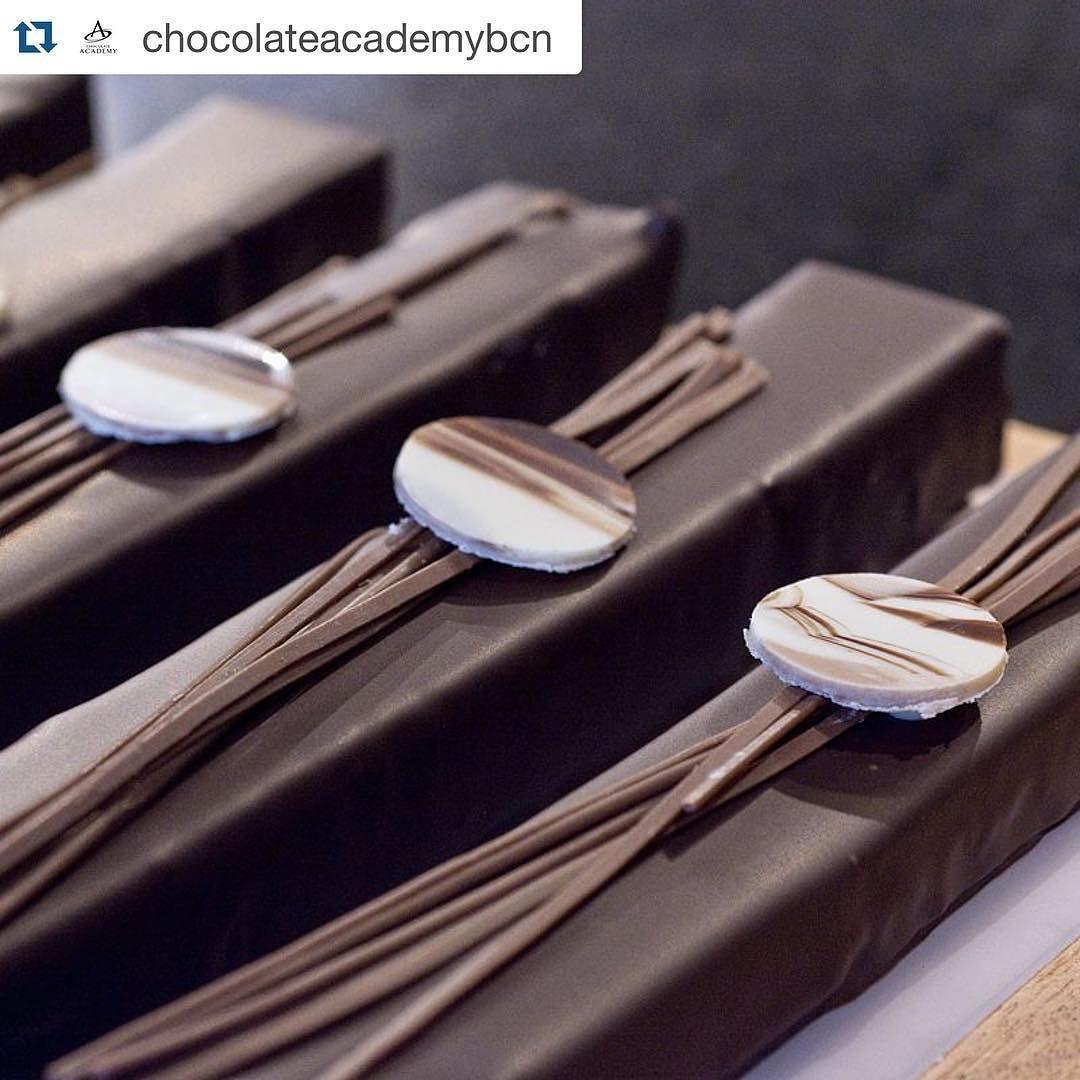 Diretamente de #Barcelona as novidades de #natal da #chocolateacademy de lá. #chocolateacademy pelo mundo.  #repost @chocolateacademybcn by chocolateacademysp