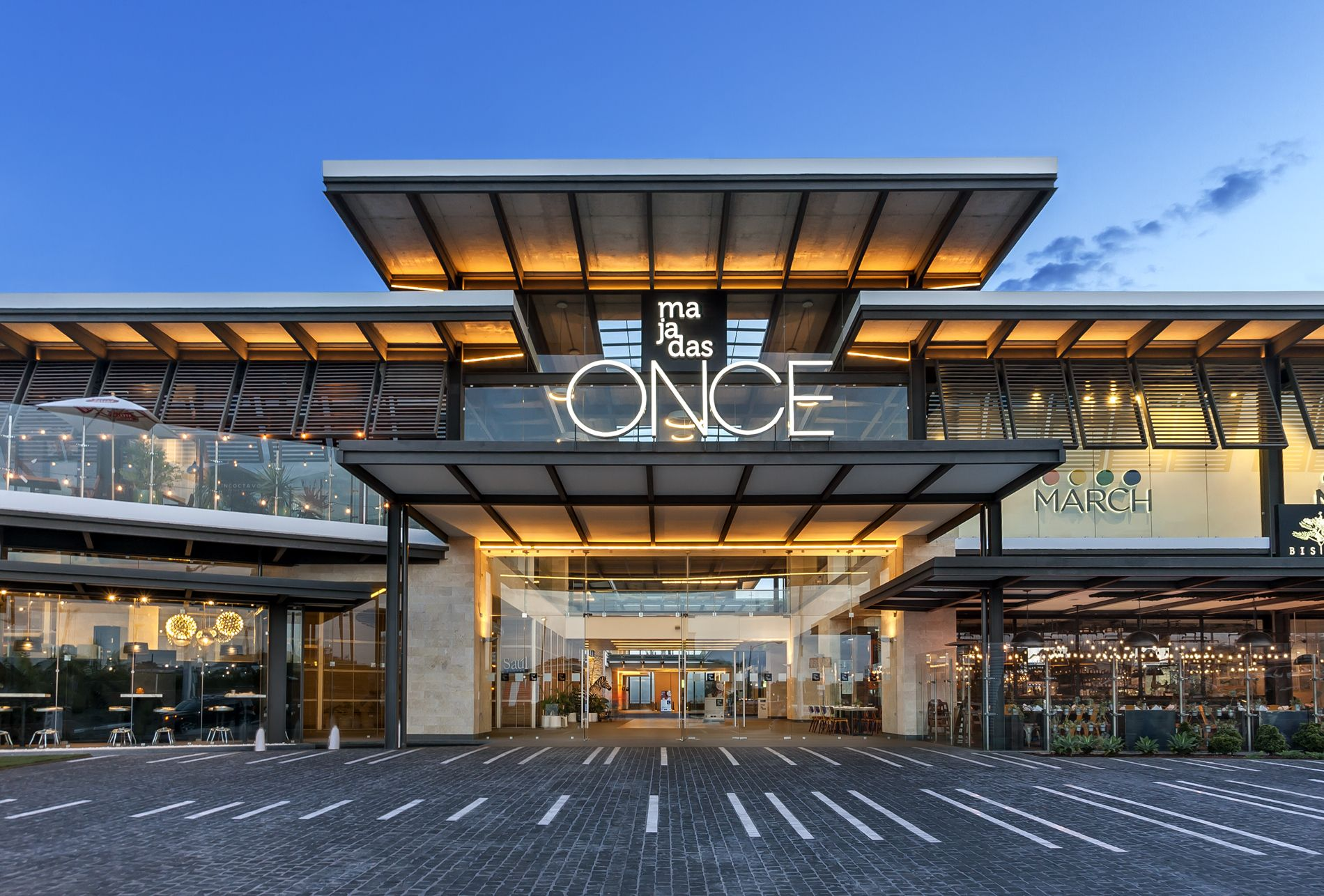 Majadas once darcon comercial pinterest shopping for Modern retail building design