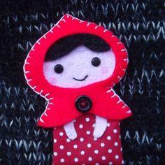 Broche en feutrine le petit chaperon rouge