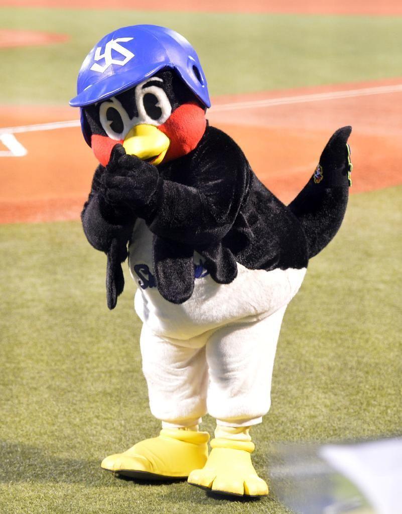 つば九郎もラグビー日本代表にエール ラグビー 日本 つば九郎 野球 マスコット