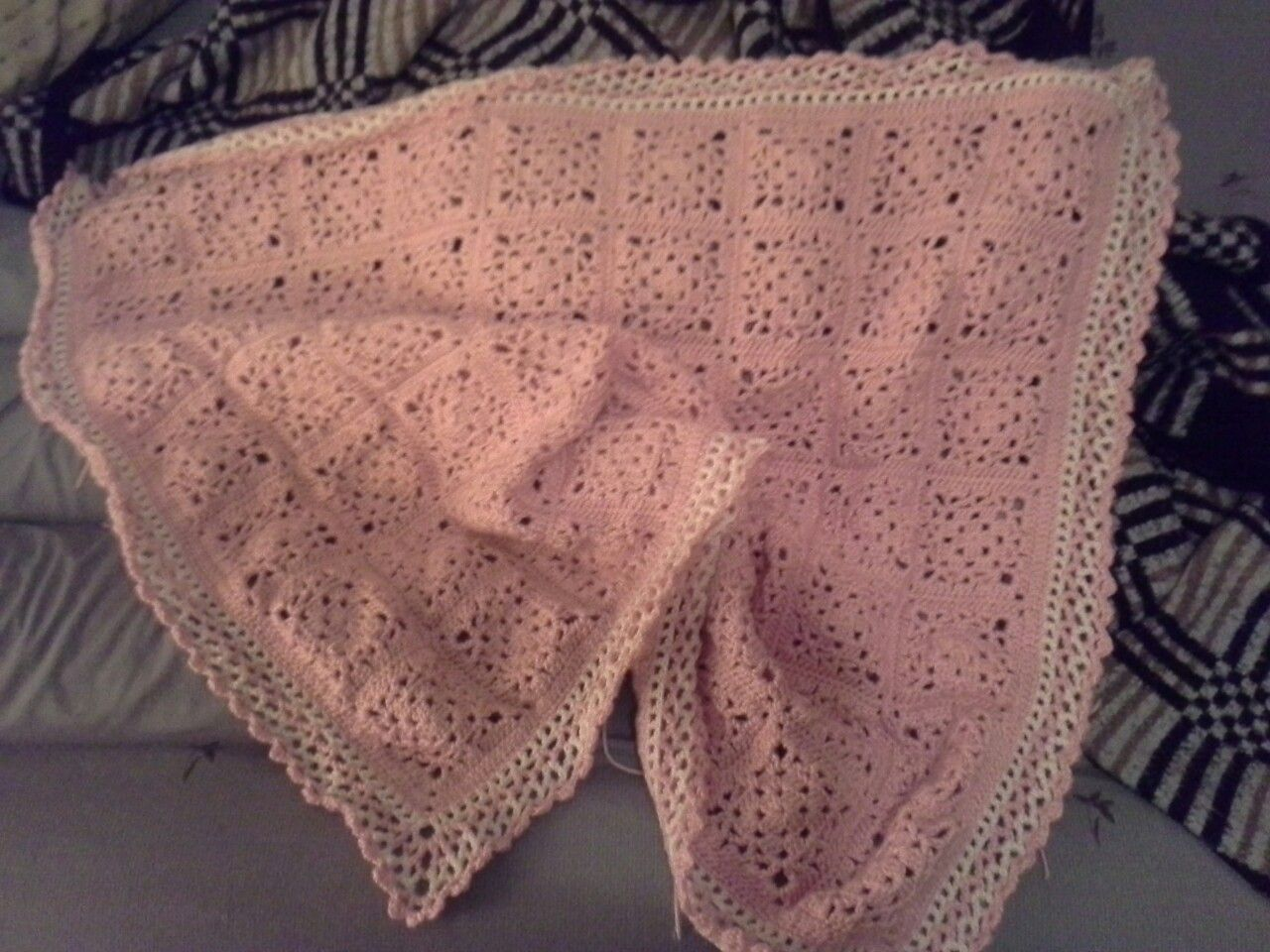 granny lace in pink & white yarn