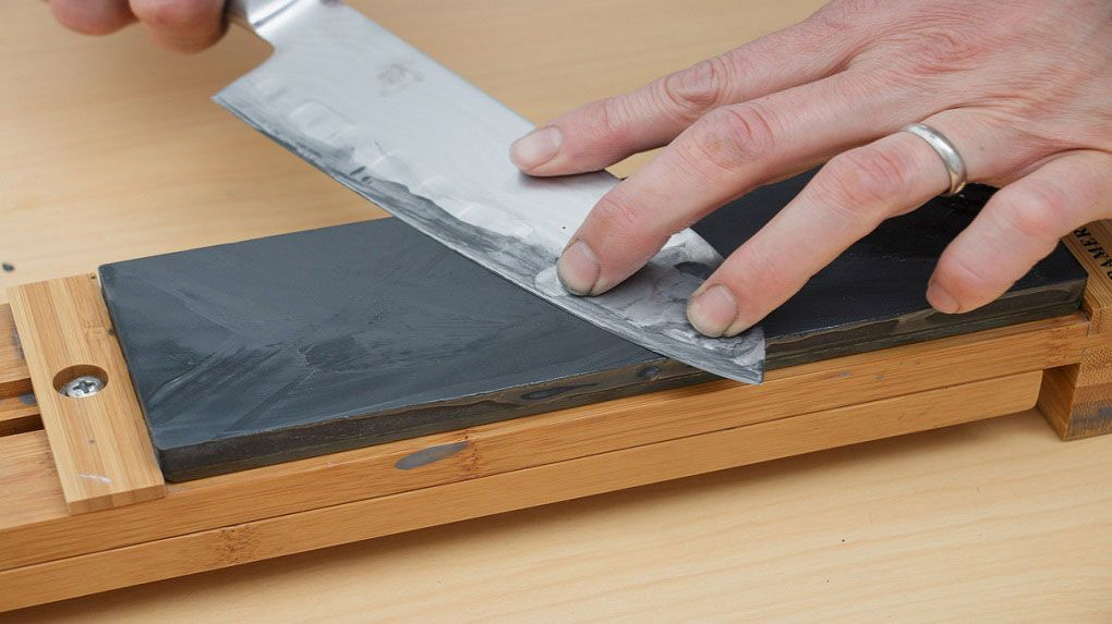 How to use a sharpening stone effectively step by step