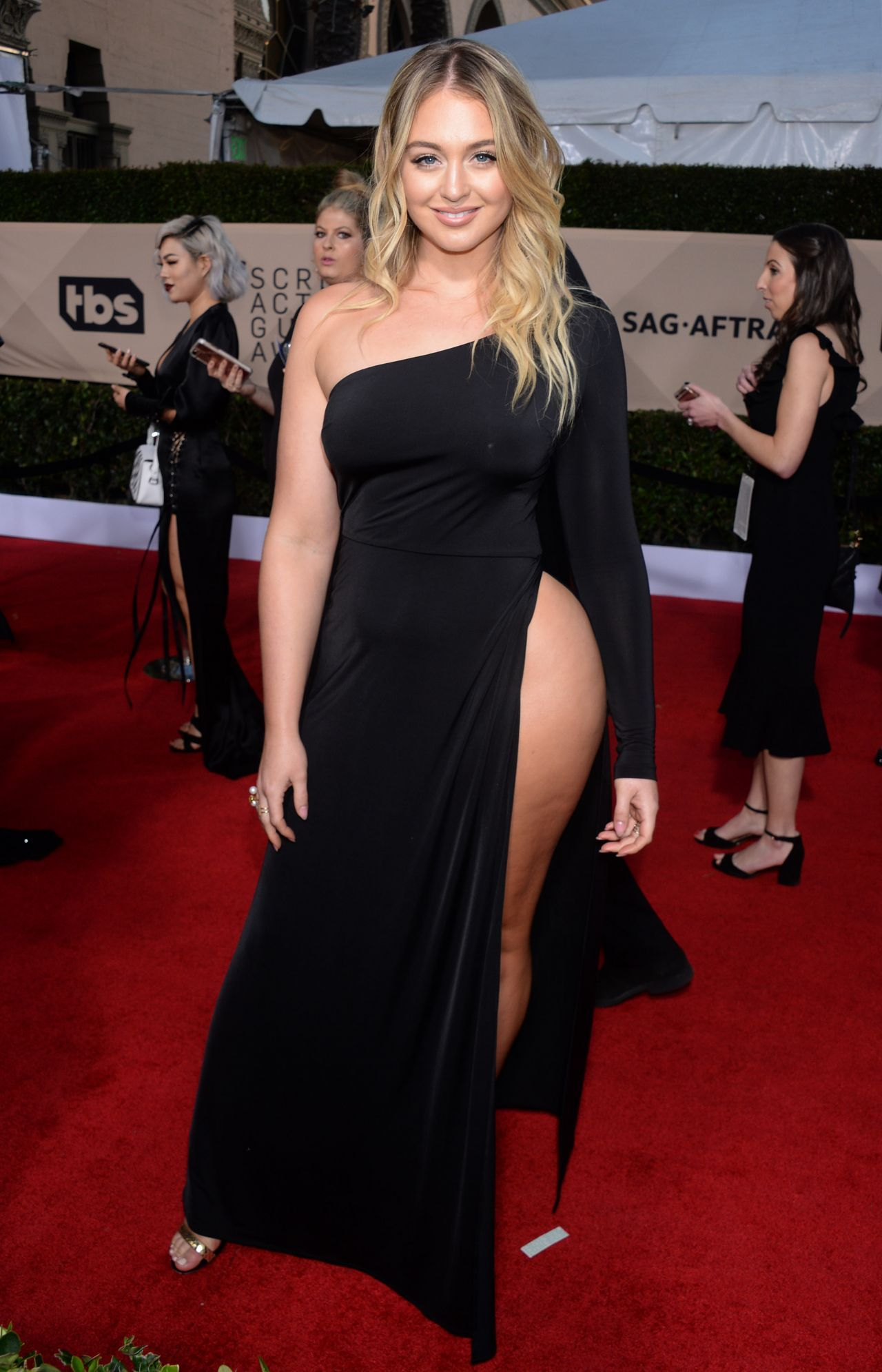 Iskra Lawrence Sexy in Los Angeles - 9 Photos - 2019 year