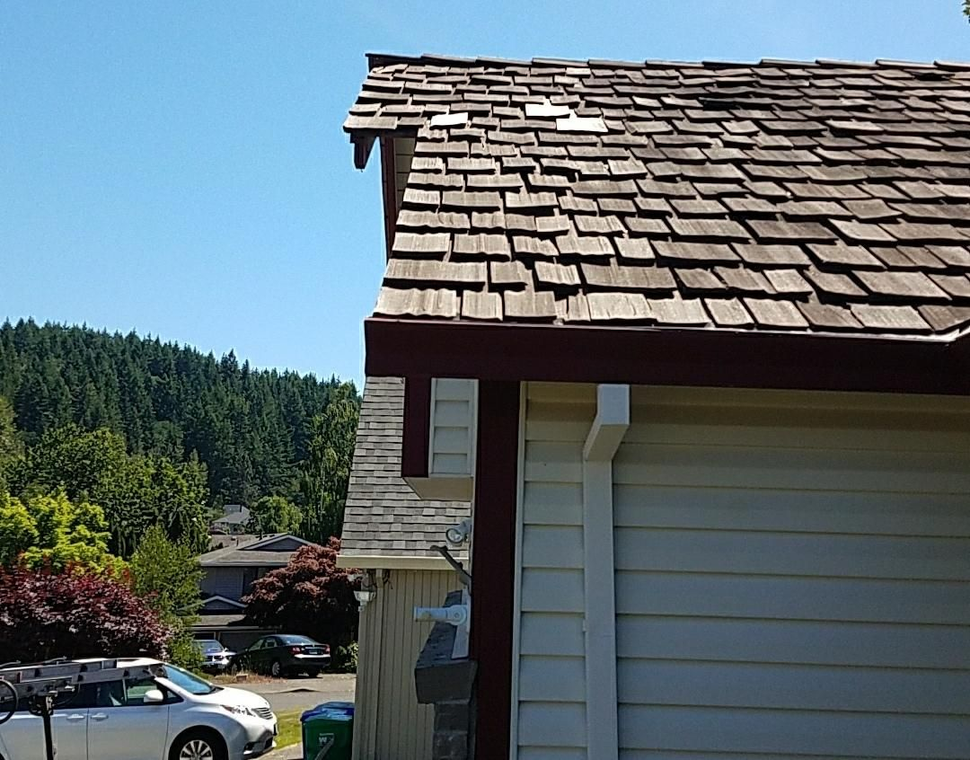 Cedar Shake Roof Maintenance Repair Vancouver Wa By Northwest Roof Maintenance Cedar Roof Cedar Shake Roof Roof Maintenance