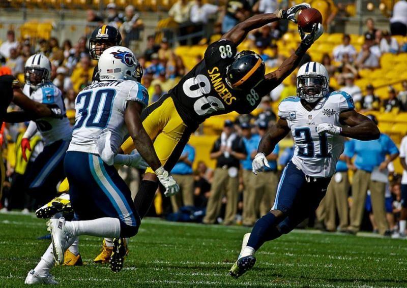 Pittsburgh Steelers wide receiver Emmanuel Sanders hauls