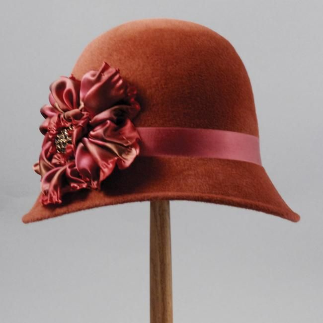 Rust wool felt hat by Louise Green Hat makes me think of the 1920s
