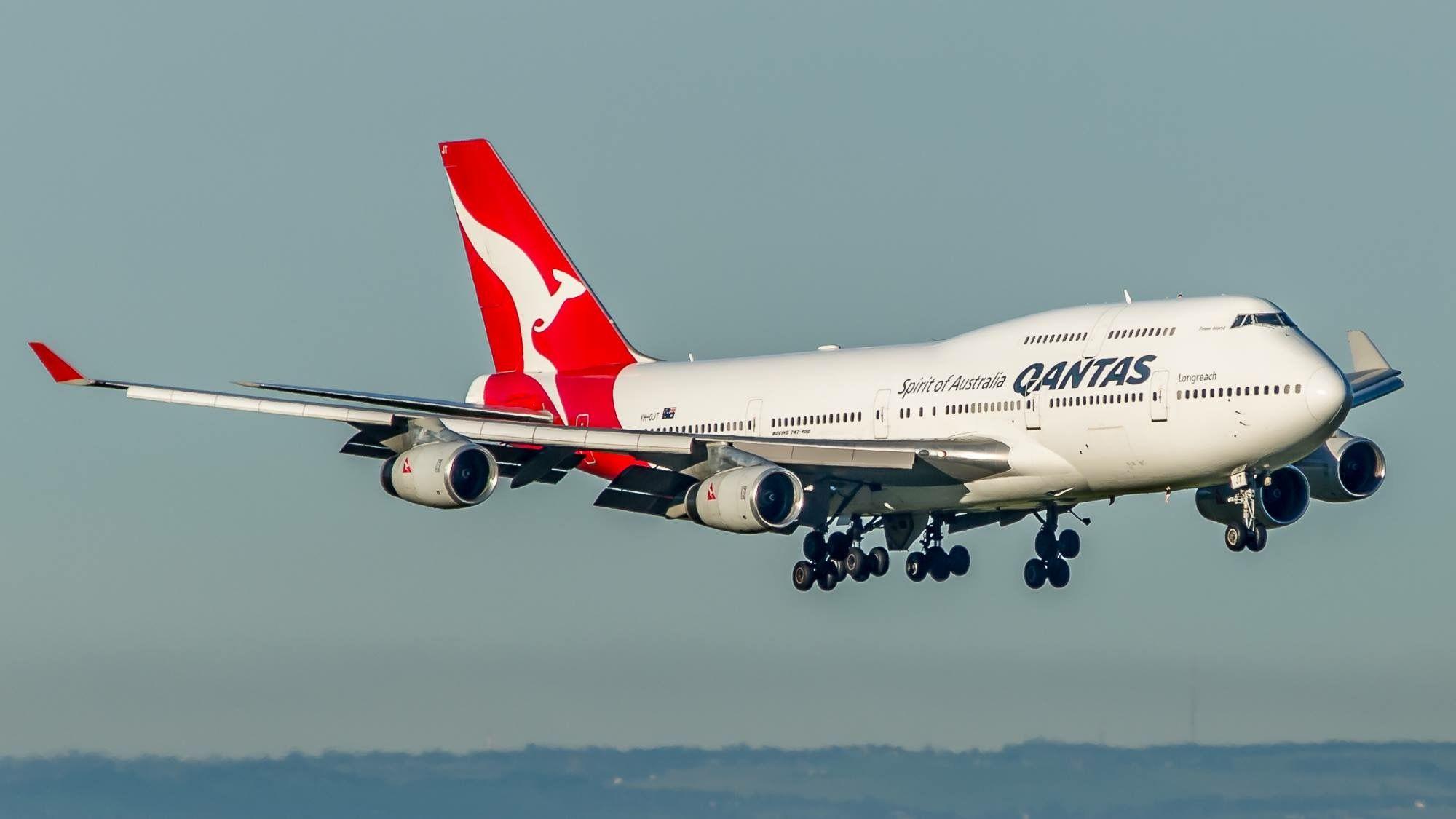 Qantas VH-OJT Boeing 747-438 (Fraser Island)
