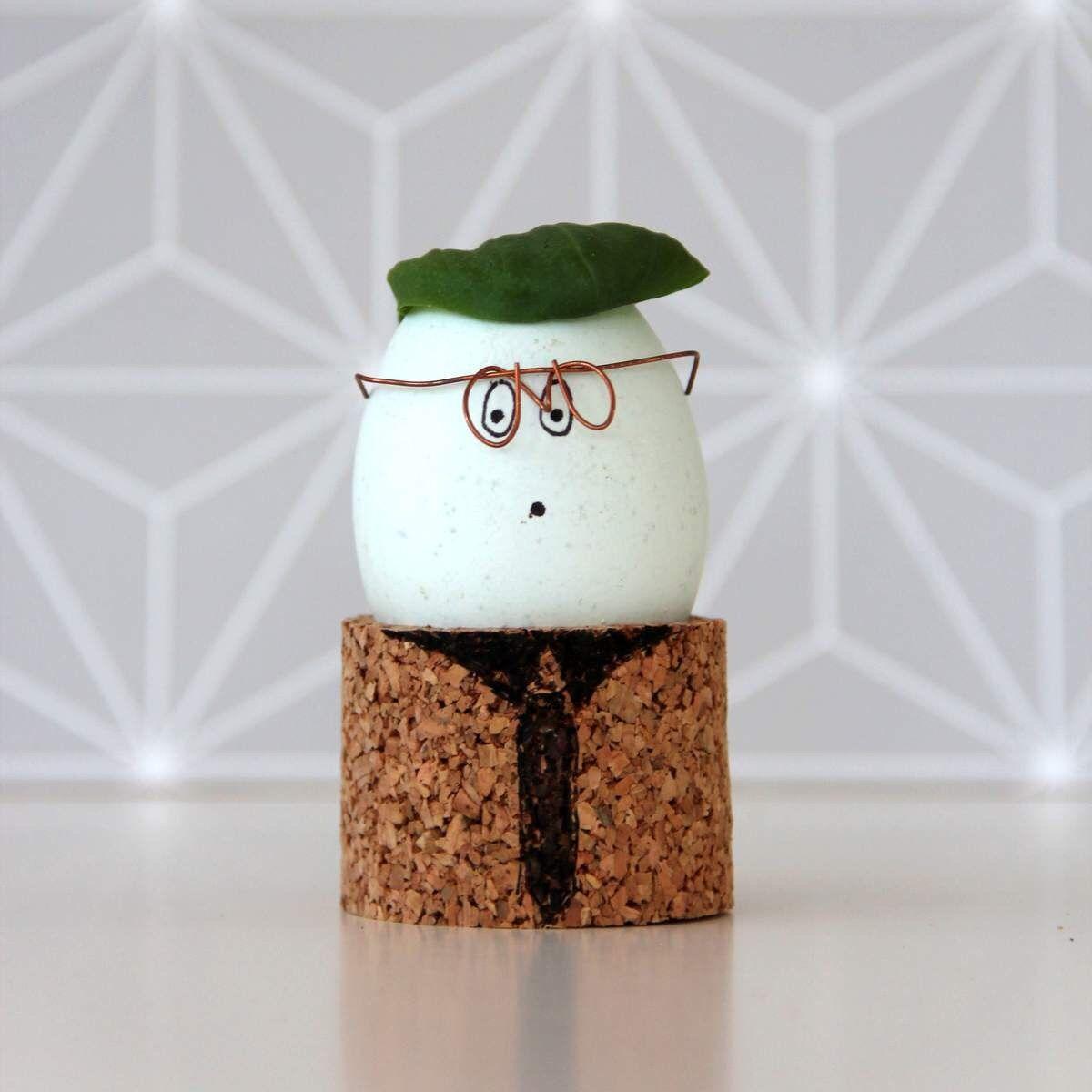 basteln mit kork eierbecher diy selber machen osterdeko ostereier gestalten und eierbecher. Black Bedroom Furniture Sets. Home Design Ideas