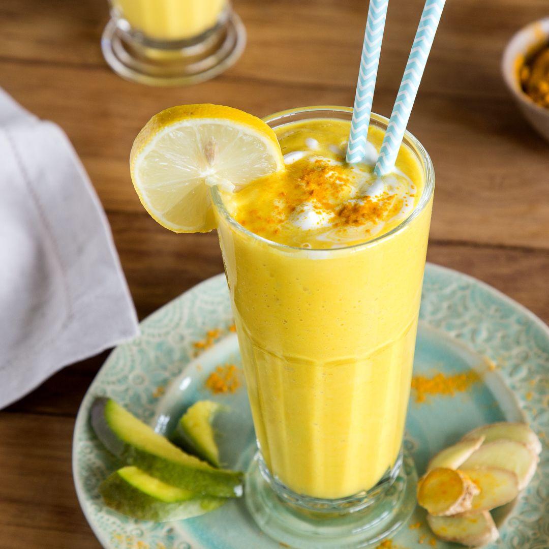Kurkuma Mango Lassi - der fruchtig-würzige Joghurtdrink #fruitsmoothie