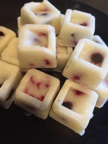 Krea10vmamma: Gresk yoghurt-is med skogsbær