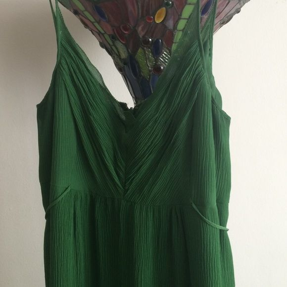 Emerald green Anne Klein tea length dress Emerald green Anne Klein tea length dress. Spaghetti straps. Chiffon. Worn twice. Size 4. Textured. Empire waist w slim ties that can be knotted in front or back. Anne Klein Dresses Midi