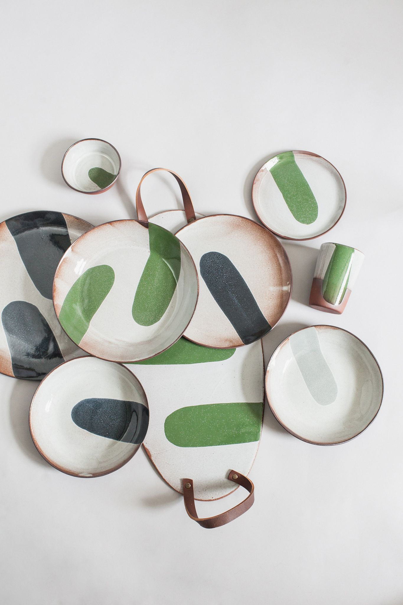 When It Comes To A Trendy Dinnerware It S All About Mix And Match Colorful Combinations And Various Plate Sizes Are Pottery Ceramic Tableware Ceramic Design