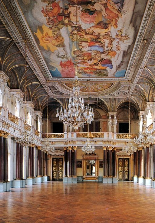 Not the only beautiful ceiling in this palace. Place