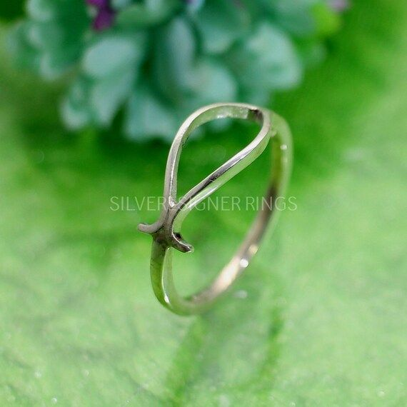Fish Ring in 925 Sterling Silver - Plain Silver Rings - Handmade Rings - Gift for Her - Outline Fish Ring - Statement Ring - Boho Rings ✦••✧••✦••✧••✦••✧••✦••✧••✦》D E T A I L S《 ✦Metal : 925 Sterling Silver✦Weight : 1.62 Gram Approx✦••✧••✦••✧••✦••✧••✦••✧••✦❣❣ Handmade Item ❣❣**This ring is made to order**✦••✧••✦••✧••✦••✧••✦••✧••✦》C U S T O M I Z E O R D E R《 All rings are made with solid 925 sterling silver. If you want to make any changes in this jewelry, then please send us message. We accept c