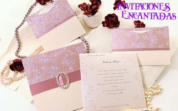 Invitacion con diseño floreado + sobre con diseño floreado con cintillo