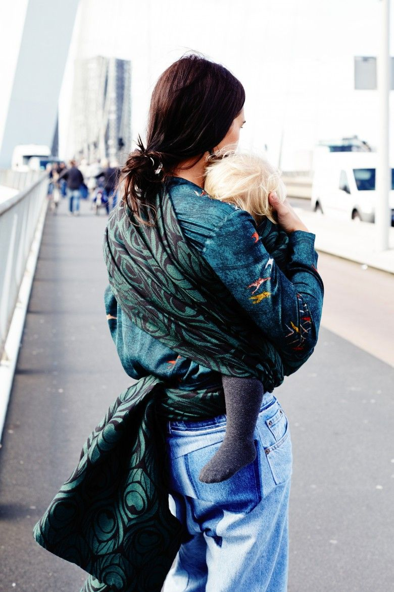 Hold me close, and never let me go. Artipoppe. Fashionable babywearing. www.artipoppe.com