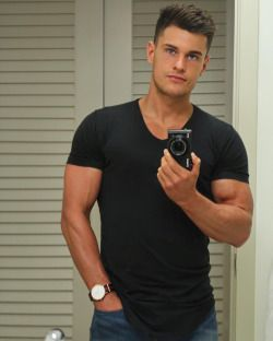 roblipsett When I'm stuck for an outfit a black tee and jeans never fails