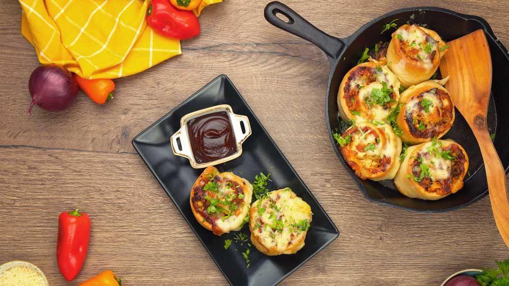 Pizzabrötchen mit BBQ Hühnchen und Käse #pizzateigmittrockenhefe