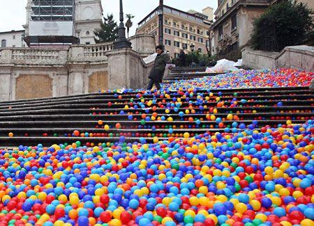 www.adayinrome.com loves futurism @ Piazza di Spagna, Rome.