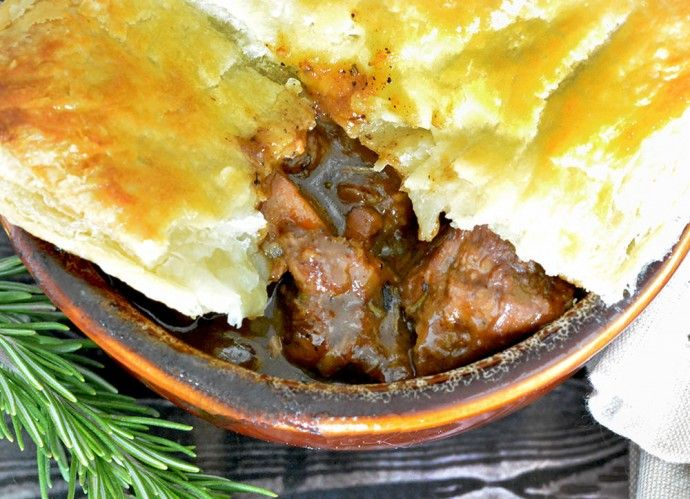 This Hearty and Tender Steak and Ale Meat Pie is perfect ...