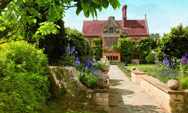 Some British Inspiration The Grounds Of Le Manoir Aux Quat Saisons An English Country Hotel And Restauran Country Cottage Garden English House Country Estate