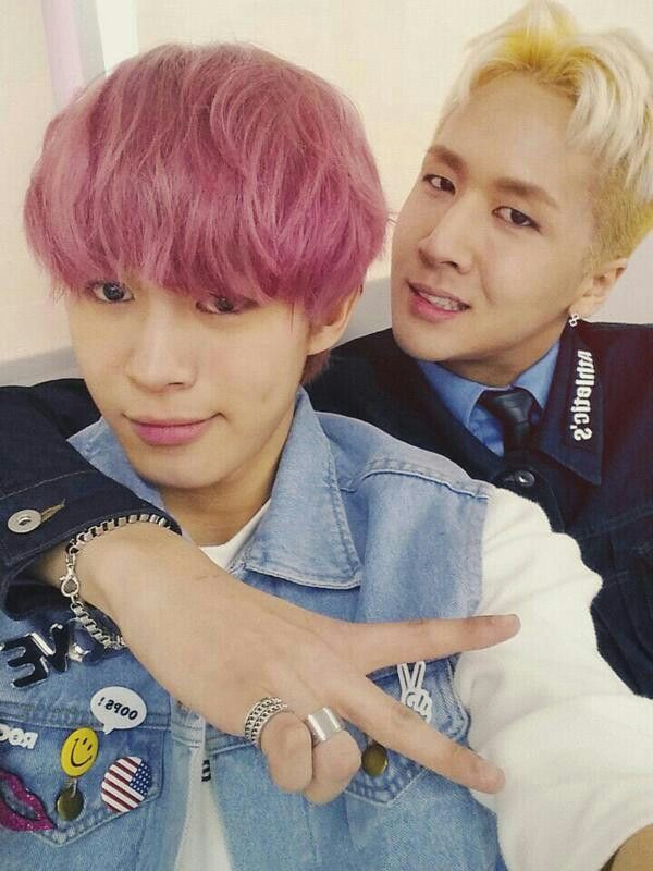 Hongbin & Ravi ahhhhhh pink hair so cute both of them