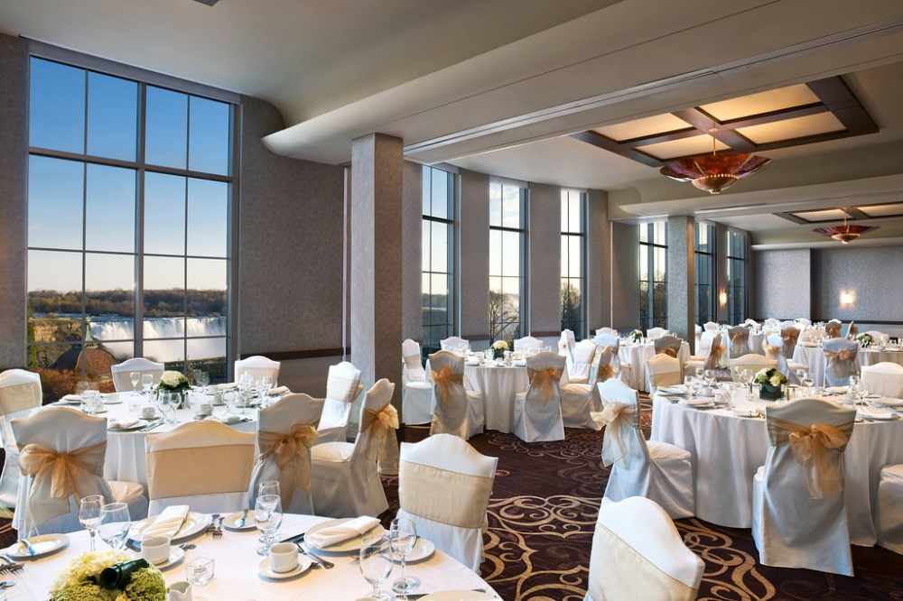 Sheraton On The Falls Hotel Now R 1 608 Was R 1 7 2 7 Updated 2020 Resort Review In 2020 Niagara Falls Wedding Fall Wedding Venues Wedding Locations Outdoor