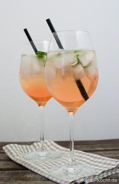 Ein super leckerer Sommercocktail ist dieser Ramazzotti Rosato Mio mit frischem Basilikum. Genau das Richtige für warme Sommerabende!