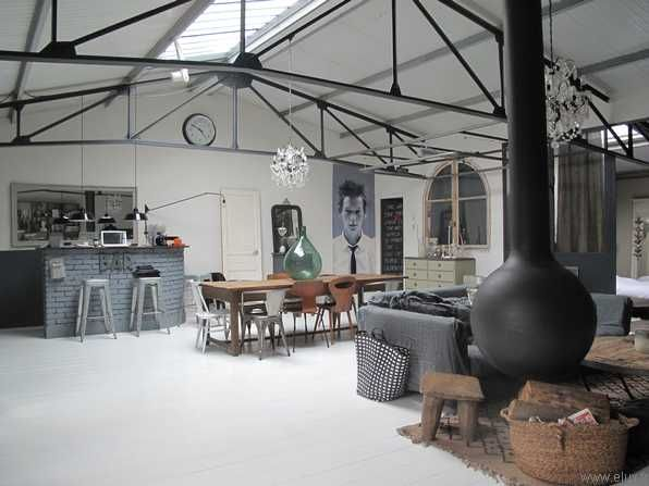 Magnifique loft style maison de famille la charpente for Renovation hangar en habitation