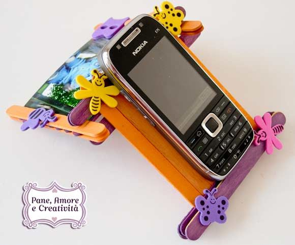 Mobile phone holder whit popsicle