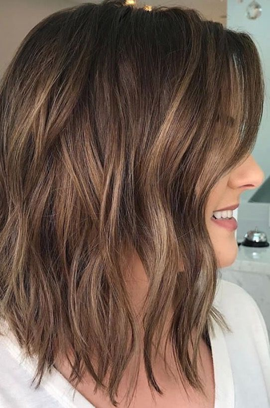 Brunette balayage ; wavy hair ; brown highlights ; long bob