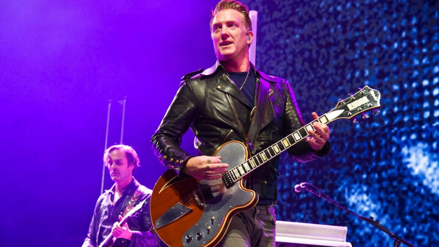 'Queens of the Stone Age' singer apologizes for kicking photographer in his audience   Singer ...