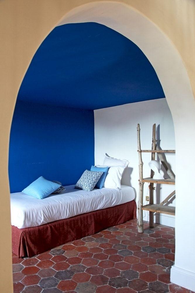 Un bleu électrique dans un hameau : Ma chambre en bleu - Journal des ...